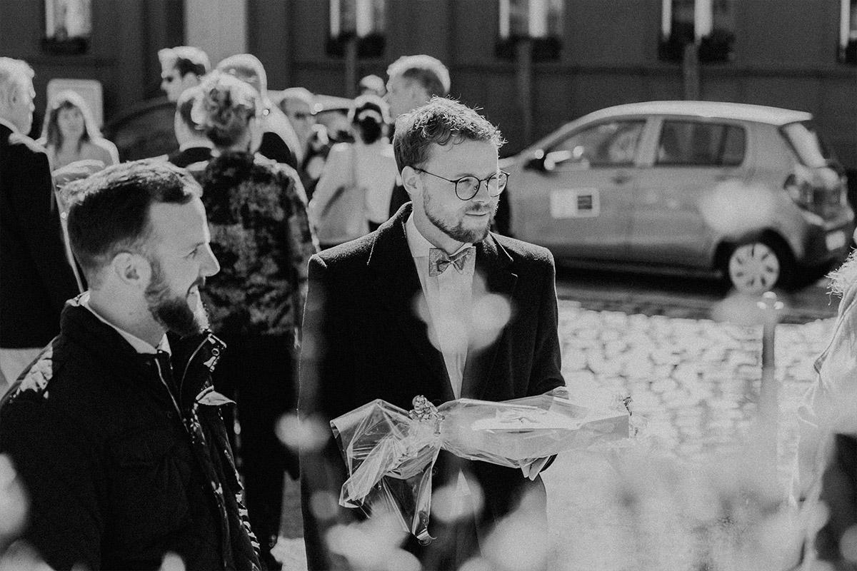Hochzeitsreportage kirchliche Trauung Landhochzeit Brandenburg - Hochzeitsfotografin aus Berlin hat Winterhochzeit am Wasser in Brandenburg im Landgasthof Zum Mühlenteich begleitet © www.hochzeitslicht.de