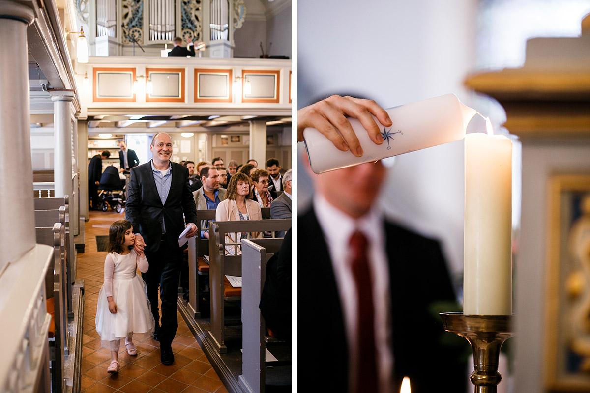Hochzeit Kirche mit Kind - Hochzeitsfotografin aus Berlin hat Winterhochzeit am Wasser in Brandenburg im Landgasthof Zum Mühlenteich begleitet © www.hochzeitslicht.de