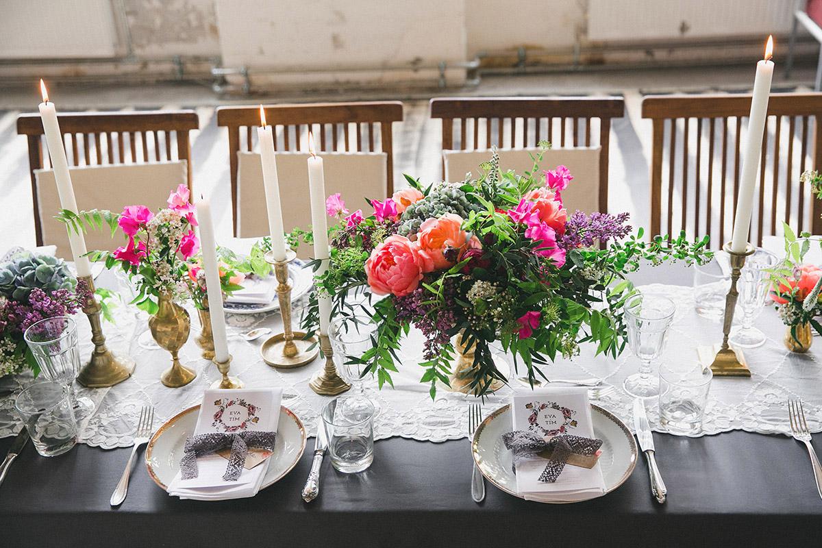 Tischdekoration Mit Blumen Von Botanic Art Und Vintage Geschirr Und