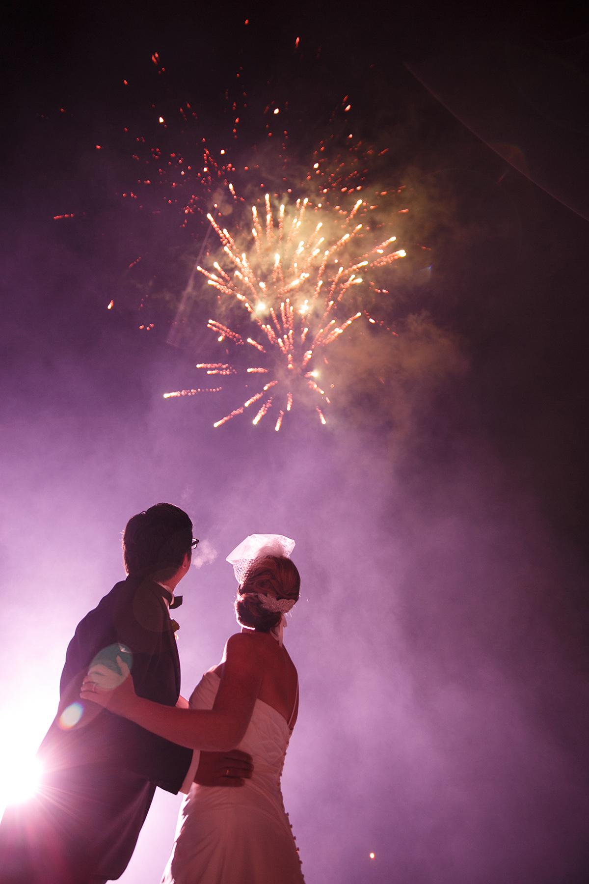 Hochzeitsfoto von Feuerwerk bei Schlosshochzeit auf Schloss Herzfelde Uckermark © Hochzeitsfotograf Berlin www.hochzeitslicht.de