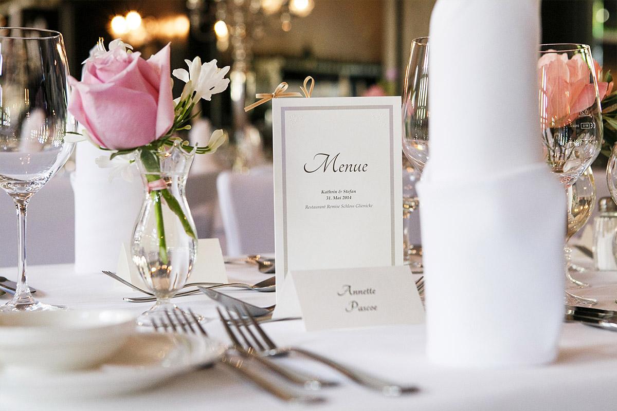 Hochzeitsfoto Der Tischdekoration Und Menukarte Bei Hochzeit Im