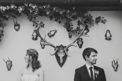 Modernes und kreatives Hochzeitsfoto von Brautpaar aufgenommen von professionellem Berliner Hochzeitsfotografen © Hochzeit Berlin www.hochzeitslicht.de