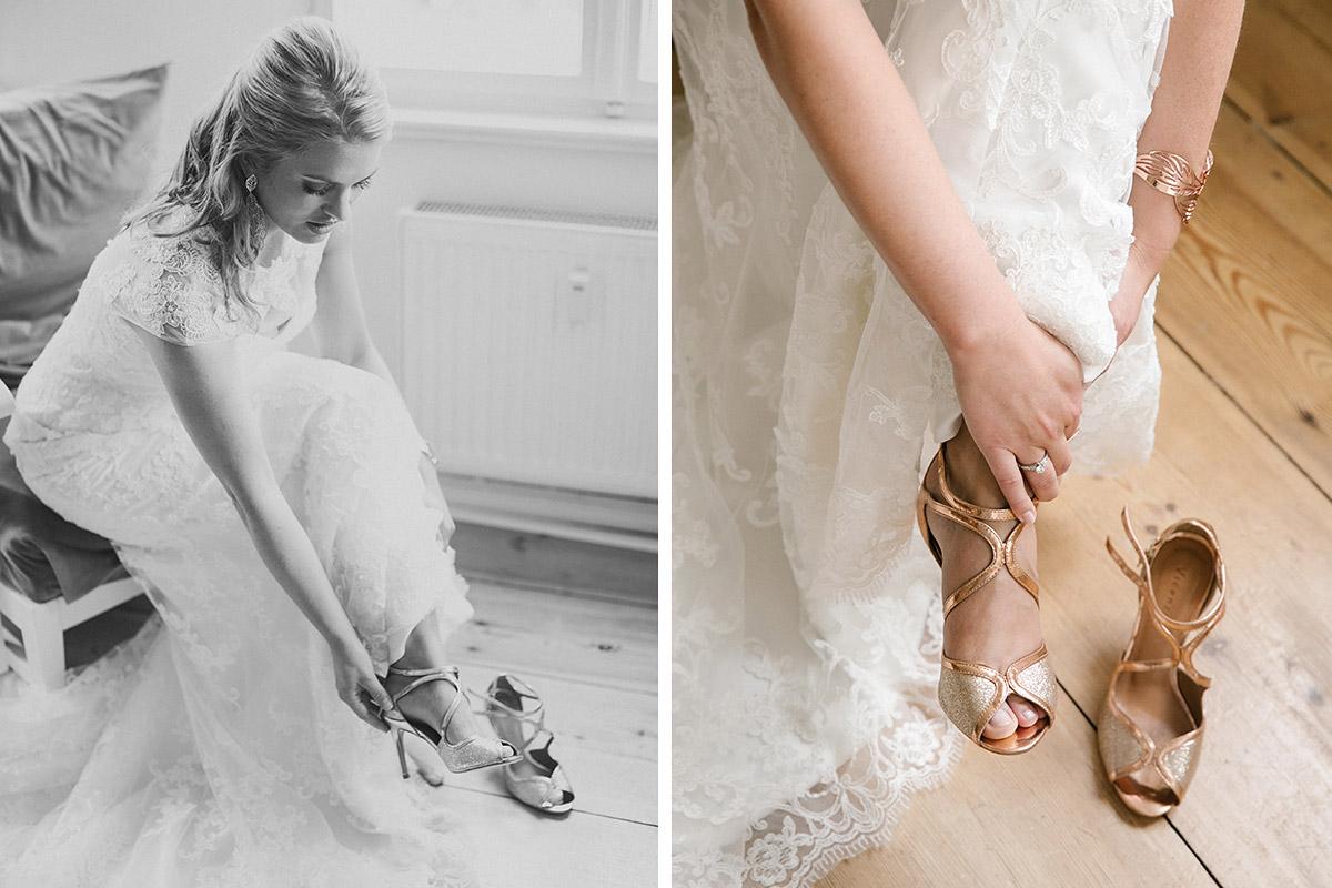 Hochzeitsreportagefoto vom Ankleiden der Braut und Anziehen der ...
