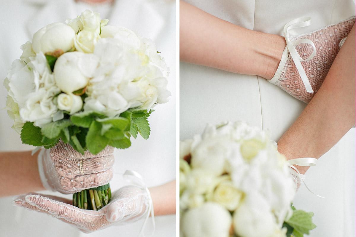 Detailfoto Von Vintage Spitzenhandschuhen Und Brautstrauss Der Braut