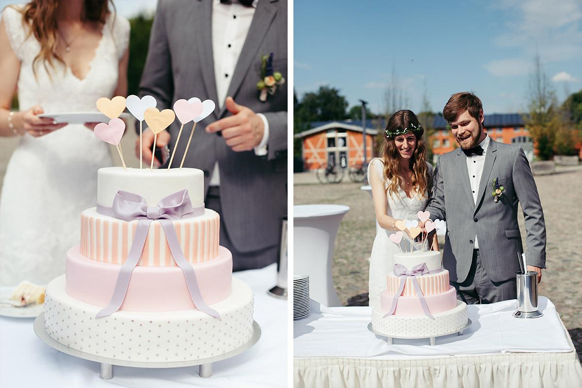 Hochzeitsreportage Fotos Vom Anschneiden Der Hochzeitstorte Bei