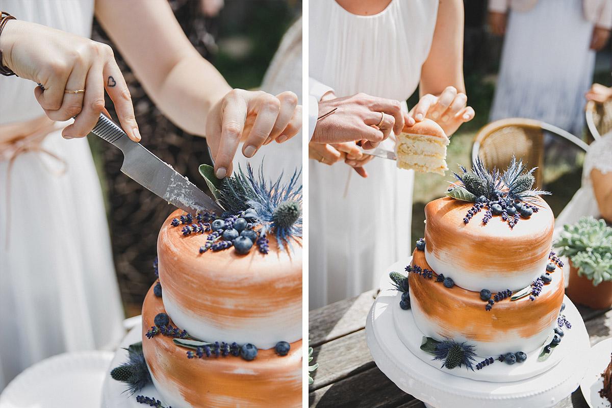 Hochzeitsfotos Vom Anschneiden Der Hochzeitstorte Bei Hochzeit Im