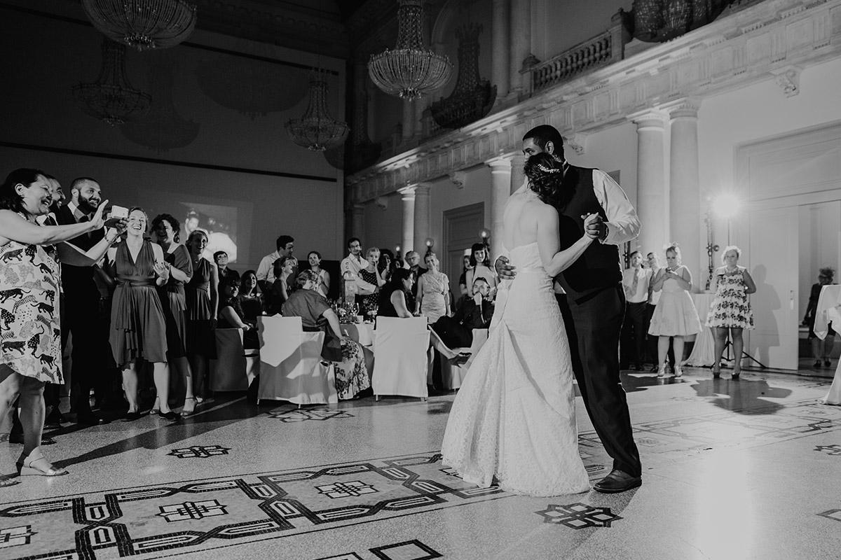 Hochzeitsfoto vom Hochzeitstanz am Abend - Hotel de Rome Berlin Hochzeitsfotograf © www.hochzeitslicht.de