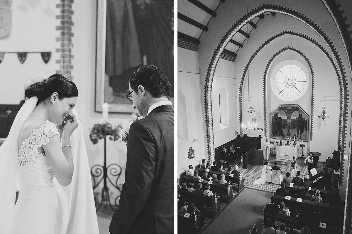 Hochzeitsfotos von Brautpaar und Hochzeitsgesellschaft aufgenommen von Hochzeitsfotograf bei kirchlicher Hochzeit Schloss Liebenberg © Hochzeitsfotograf Berlin www.hochzeitslicht.de