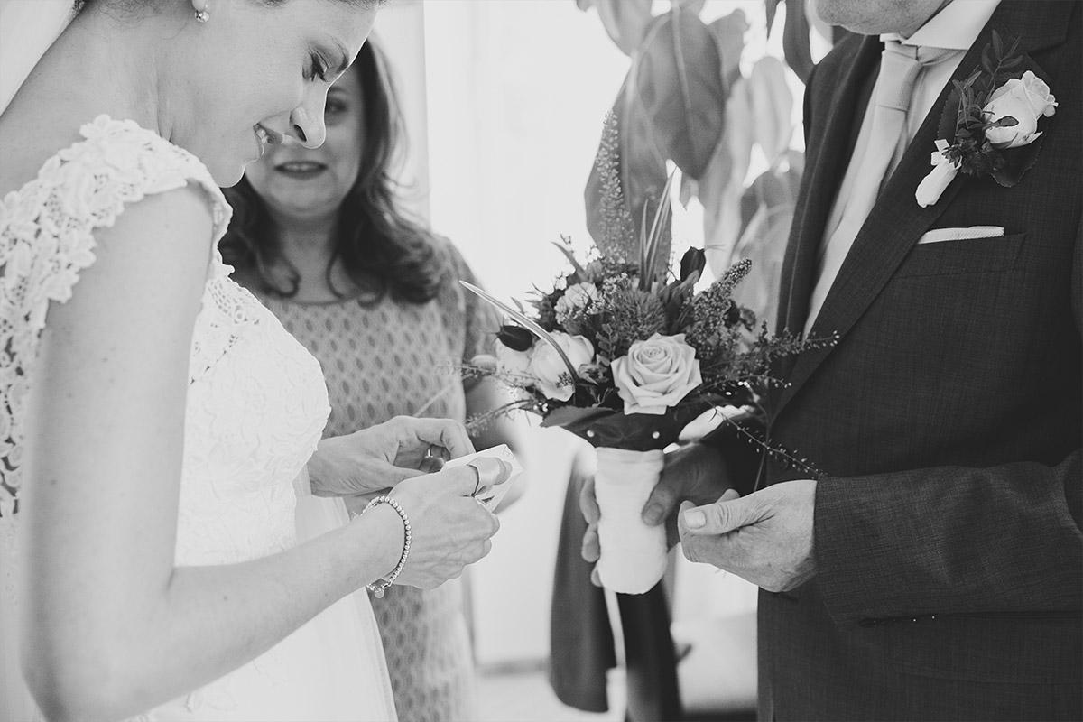 Hochzeitsreportage-Foto aufgenommen von professionellem Hochzeitsfotograf bei Schloss Liebenberg Hochzeit © Hochzeitsfotograf Berlin www.hochzeitslicht.de