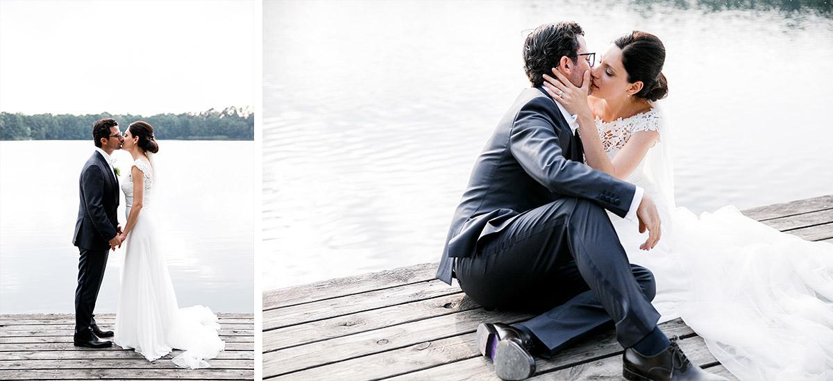 romantische Brautpaarfotos am See bei Seehaus Schloss Liebenberg Hochzeit © Hochzeitsfotograf Berlin www.hochzeitslicht.de