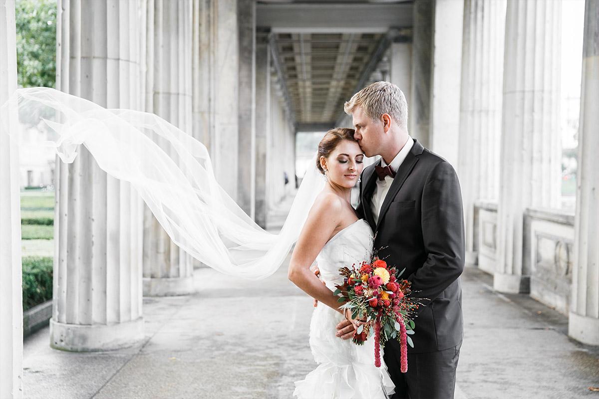 Brautpaarfoto aufgenommen bei Herbsthochzeit von Hochzeitsfotograf Berlin-Mitte © Hochzeit Berlin www.hochzeitslicht.de