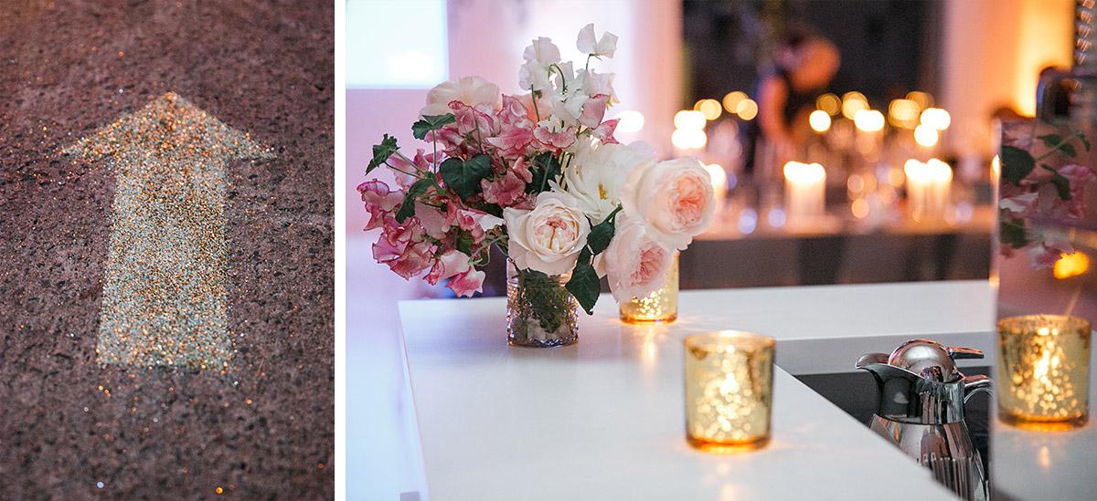 Hochzeitsfotos von Blumenschmuck aus rosa Blumen und Wegweiser aus Glitter bei Hochzeitsfeier in Bridge Studios Berlin © Hochzeit Berlin www.hochzeitslicht.de