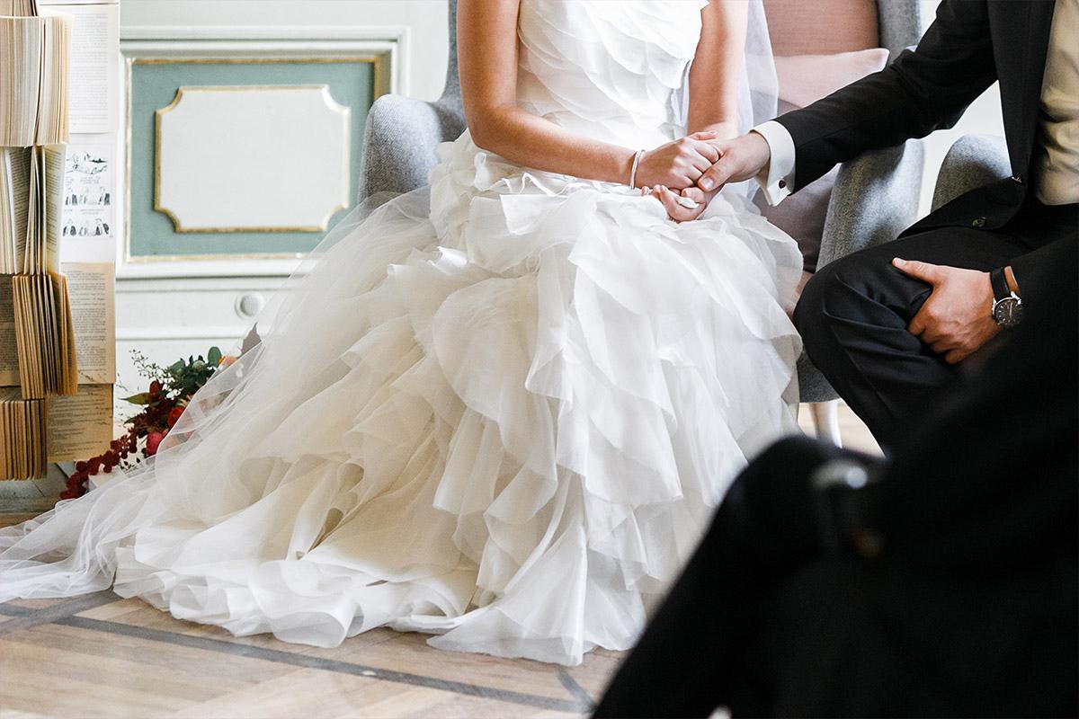 Hochzeitsreportagefoto von Brautpaar bei freier Trauung aufgenommen von professionellem Hochzeitsfotograf bei Ermelerhaus-Hochzeit Berlin-Mitte © Hochzeit Berlin www.hochzeitslicht.de