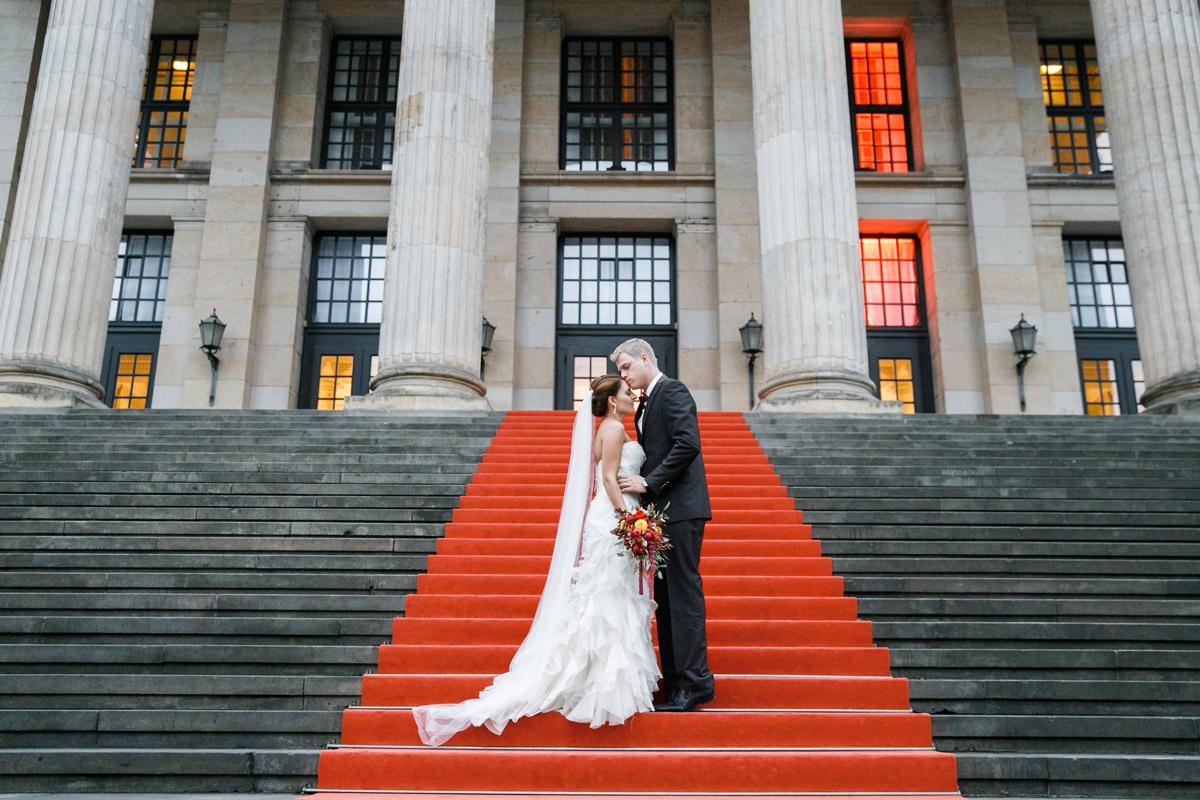 Brautpaarfoto bei Herbst-Hochzeit in Berlin-Mitte © Hochzeit Berlin www.hochzeitslicht.de