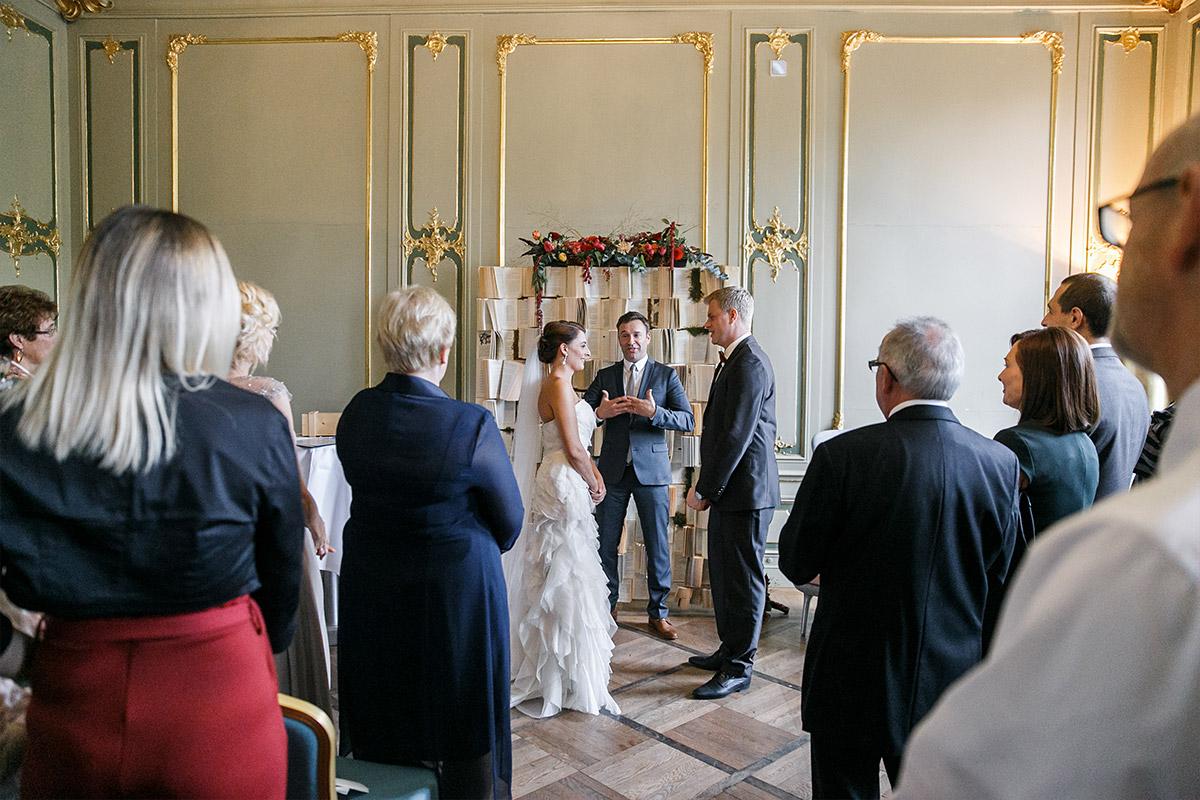 Hochzeitsreportagefoto von freier Trauungszeremonie im Ermelerhaus Berlin-Mitte © Hochzeit Berlin www.hochzeitslicht.de