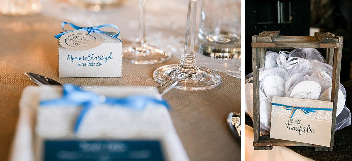Hochzeitsfotos von Gastgeschenk und Flip Flops für Gäste bei eleganter Scheunen-Hochzeit Brandenburg © Hochzeitsfotograf Berlin www.hochzeitslicht.de