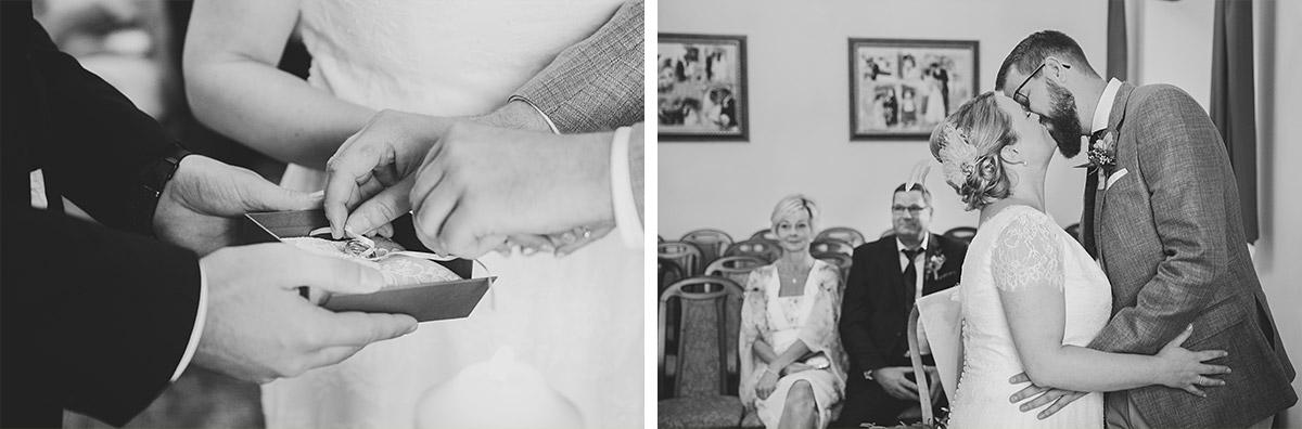 Hochzeitsfotos von Ringtausch und Ja-Wort bei standesamtlicher Trauung im Alten Schloss in Bad Muskau, Lausitz © Hochzeitsfotograf Berlin www.hochzeitslicht.de