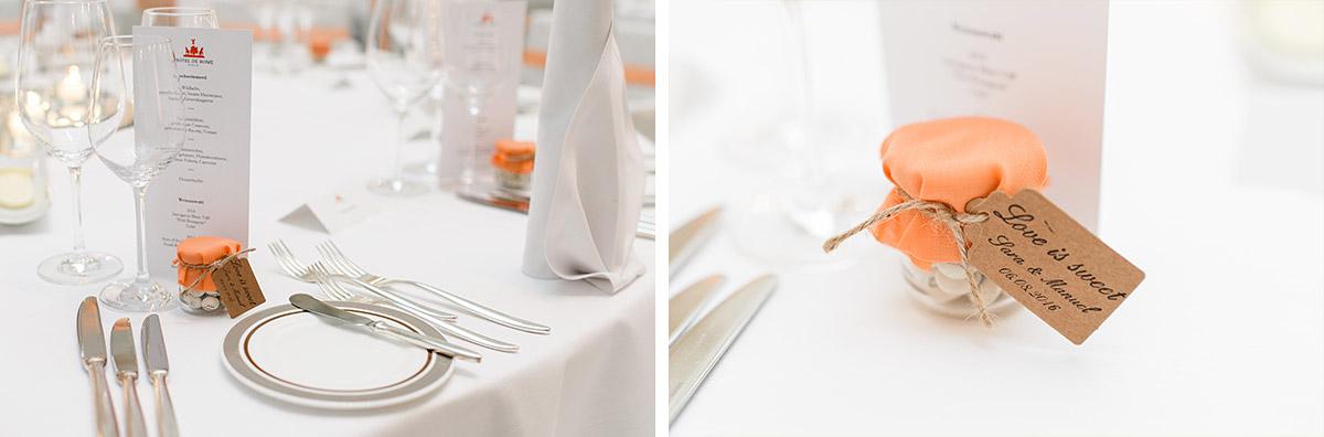 Detailfoto von Tischdekoration und Gastgeschenken bei Heirat im Hotel de Rome - Hotel de Rome Berlin Hochzeitsfotograf © www.hochzeitslicht.de