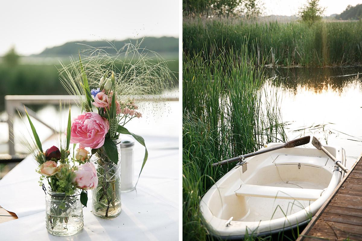 stimmungsvolle Hochzeitsfotos von Blumendeko und Blick auf Kremmener See bei Seelodge Kremmen Hochzeit - Seelodge Kremmen Hochzeitsfotograf © www.hochzeitslicht.de