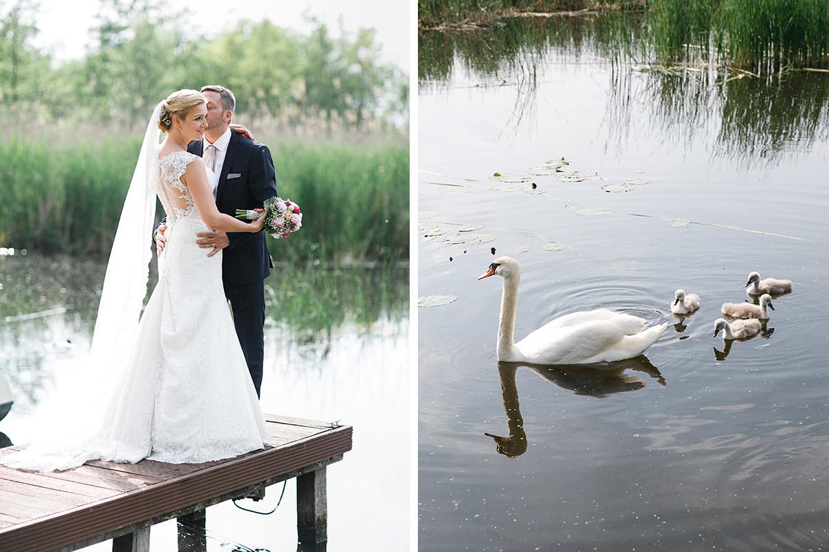 Brautpaarfoto am See mit Schwänen bei Seelodge Kremmen Hochzeit am Kremmener See - Seelodge Kremmen Hochzeitsfotograf © www.hochzeitslicht.de