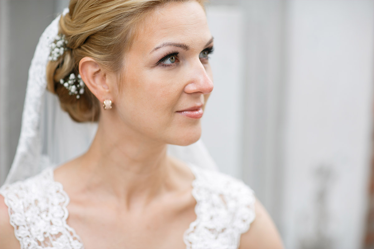 Portraitfoto der Braut bei Hochzeit in Seelodge Kremmen - Seelodge Kremmen Hochzeitsfotograf © www.hochzeitslicht.de