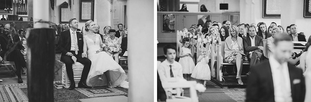 Hochzeitsreportagefotos von Brautpaar und Gästen bei Trauung in St. Nikolai-Kirche in Kremmen - Seelodge Kremmen Hochzeitsfotograf © www.hochzeitslicht.de