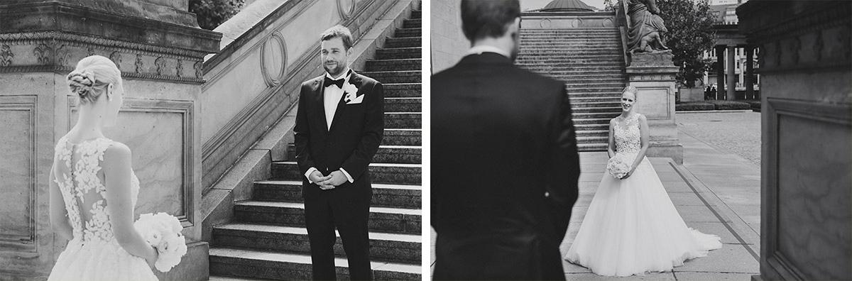 Hochzeitsreportagefotos vom First Look von Braut und Bräutigam im Hotel de Rome - Hotel de Rome Berlin Hochzeitsfotograf © www.hochzeitslicht.de