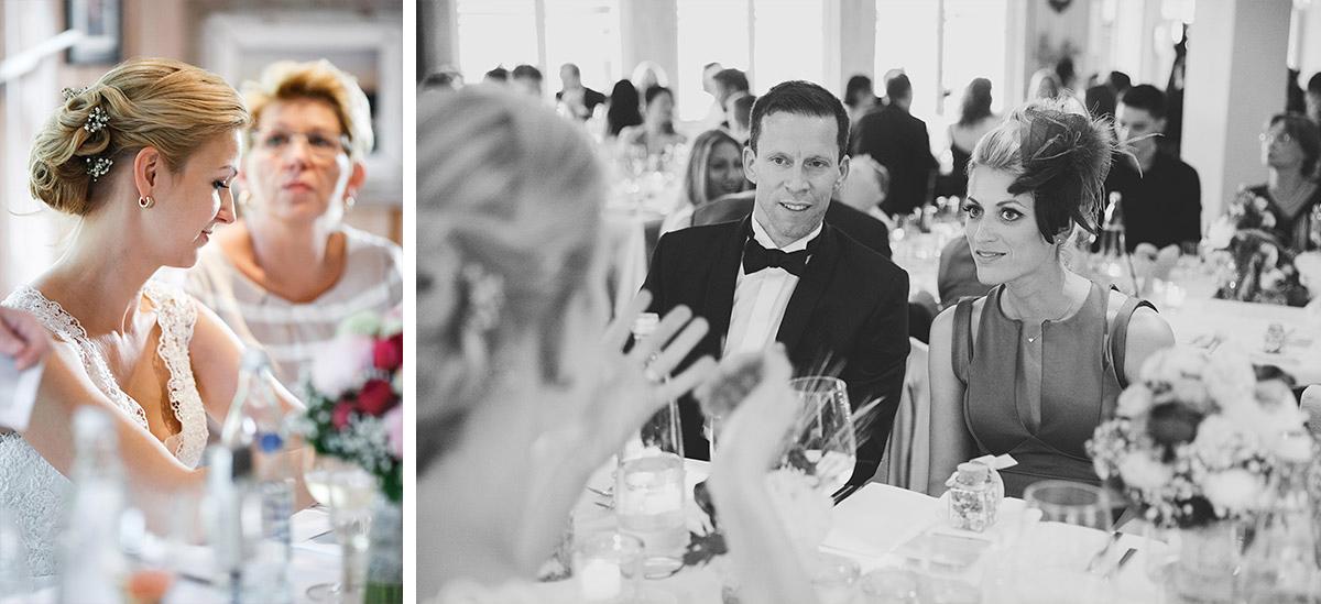 Hochzeitsfotos während Abendessen bei Hochzeitsfeier in Seelodge Kremmen - Seelodge Kremmen Hochzeitsfotograf © www.hochzeitslicht.de