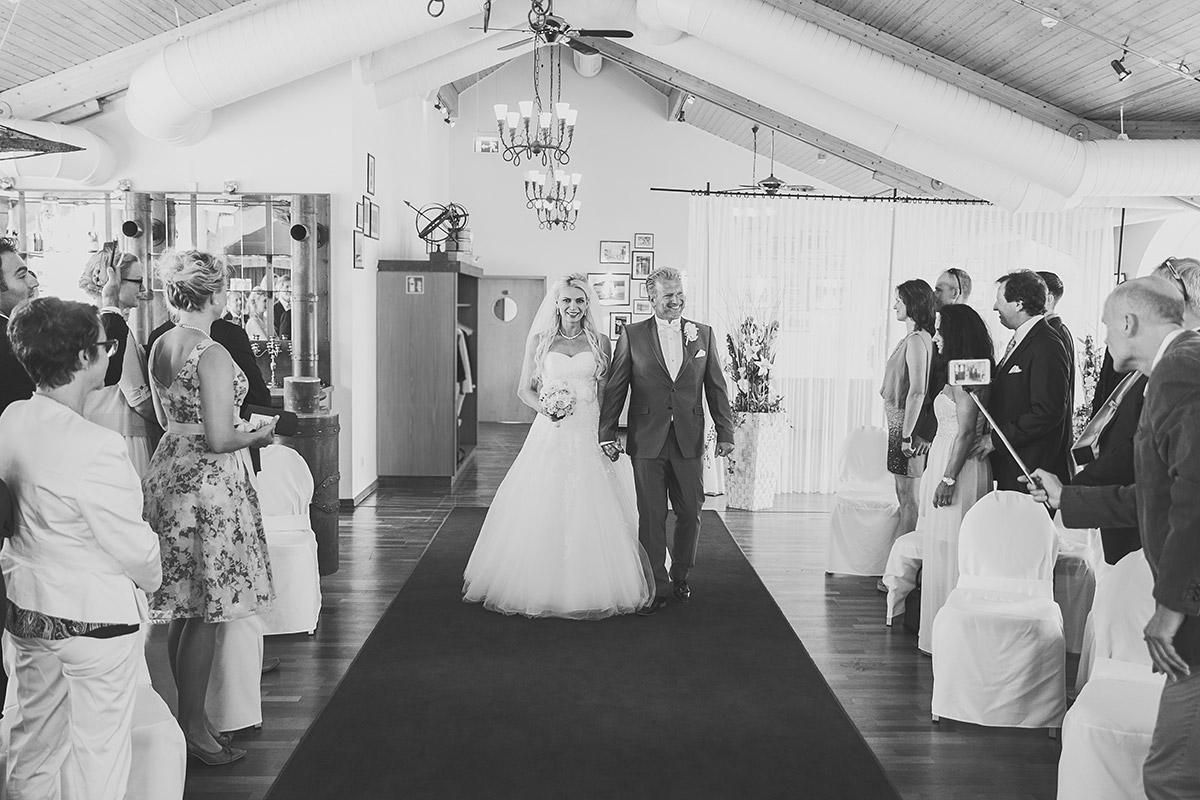 Hochzeitsfoto von Trauung bei Ostsee-Hochzeit auf Seebrücke Sellin - Ostsee Hochzeitsfotograf © www.hochzeitslicht.de