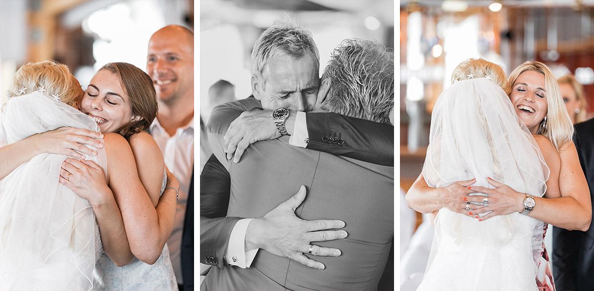 Hochzeitsfotos von Gratulation nach Trauung bei Ostsee-Hochzeit - Ostsee Hochzeitsfotograf © www.hochzeitslicht.de