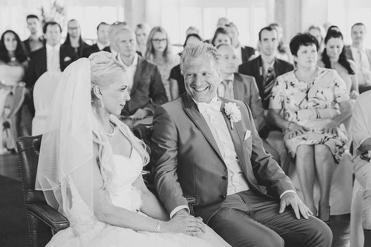 Hochzeitsreportagefoto von Trauungszeremonie in Seebrücke Sellin auf Rügen - Ostsee Hochzeitsfotograf © www.hochzeitslicht.de