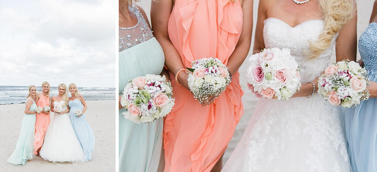 Braut mit Brautjungfern am Strand bei Hochzeit auf Seebrücke Sellin - Ostsee Hochzeitsfotograf © www.hochzeitslicht.de