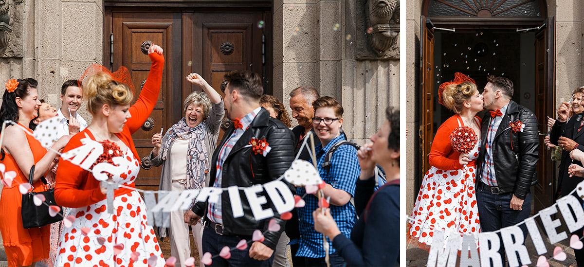 Hochzeitsreportagefotos Von Auszug Des Brautpaares Aus Standesamt