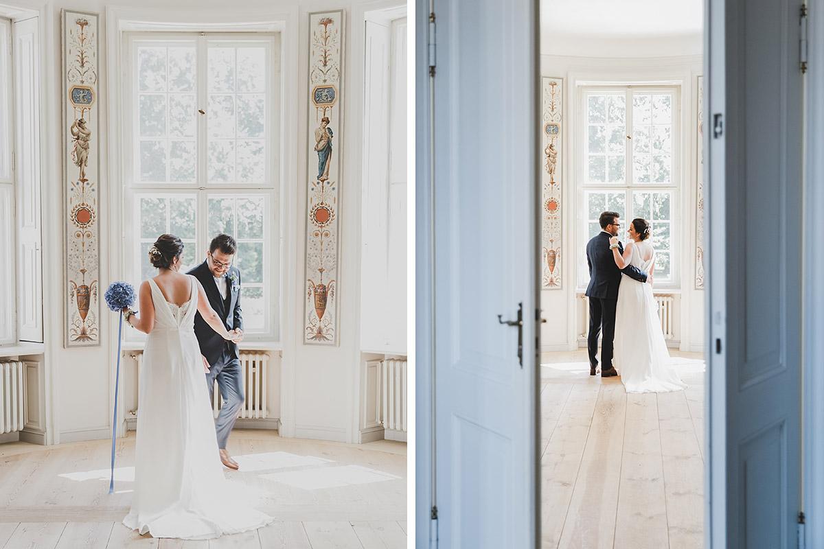 Hochzeitsfotos von First Look des Brautpaares bei klassisch-eleganter Hochzeit auf Schloss Neuhardenberg - Schloss Neuhardenberg Hochzeitsfotograf © www.hochzeitslicht.de