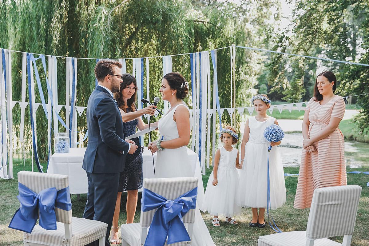 Hochzeitsreportagefotografie bei Trauungszeremonie auf Schloss Neuhardenberg Brandenburg - Schloss Neuhardenberg Hochzeitsfotograf © www.hochzeitslicht.de