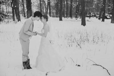 Brautpaarfoto bei Hochzeit im Winter auf Schloss Kartzow, Potsdam - Schloss Kartzow Hochzeitsfotograf © www.hochzeitslicht.de