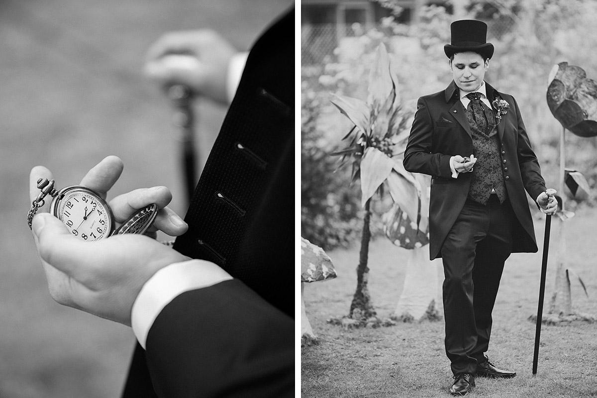 Hochzeitsfoto von wartendem Bräutigam vor Trauung bei Themenhochzeit - Alice im Wunderland Hochzeit Hochzeitsfotograf Berlin © www.hochzeitslicht.de