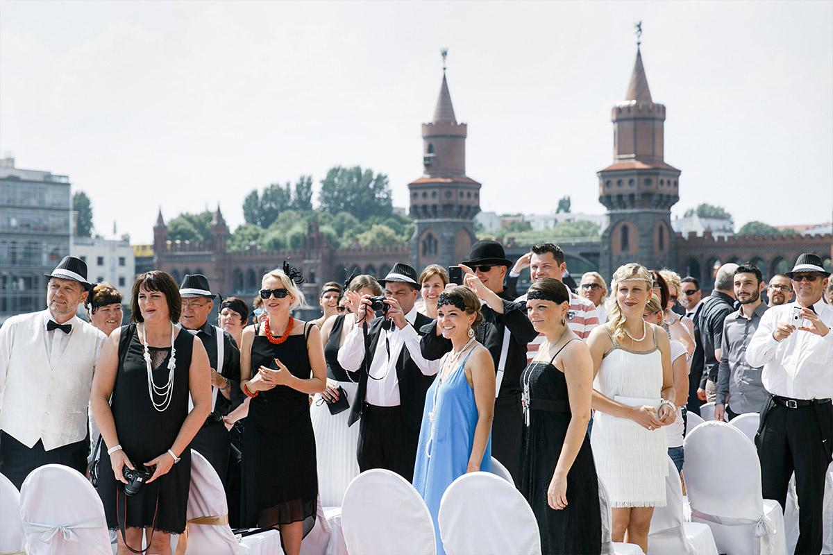 Hochzeitsfoto vor Trauung bei Gay Wedding - Spreespeicher Berlin Hochzeitsfotograf © www.hochzeitslicht.de