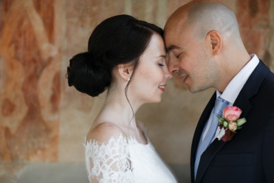 Brautpaarfoto bei standesamtlicher Schloss Belvedere-Hochzeit - Belvedere Pfingstberg Potsdam Hochzeitsfotograf © www.hochzeitslicht.de