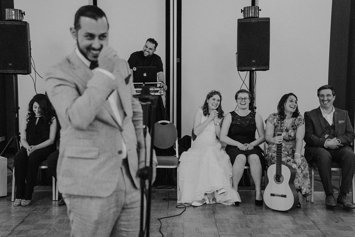 ungestellte Hochzeitsfotos Hochzeitsfeier - Hochzeit Mercure Hotel Berlin Tempelhof von Hochzeitsfotograf Berlin © www.hochzeitslicht.de #hochzeitslicht