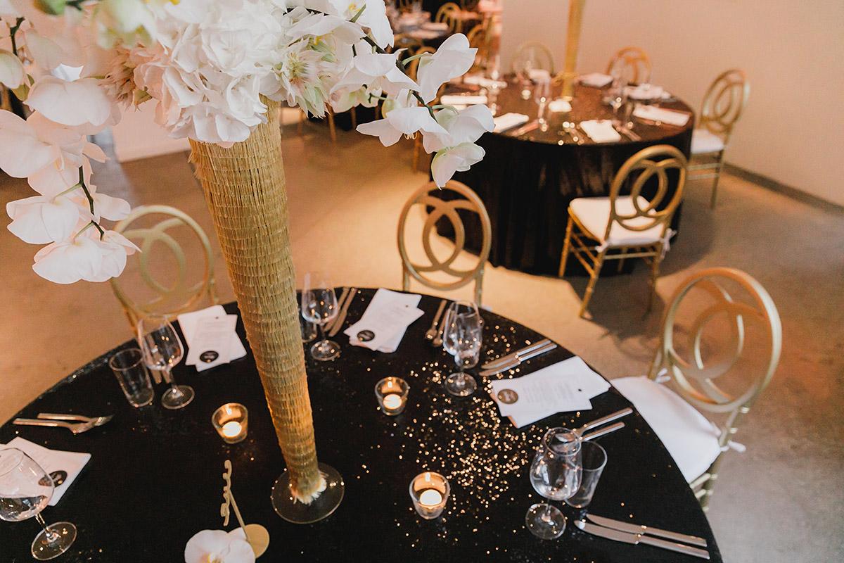 Hochzeitsfotos Von Tischdekoration In Den Farben Schwarz Weiss Und