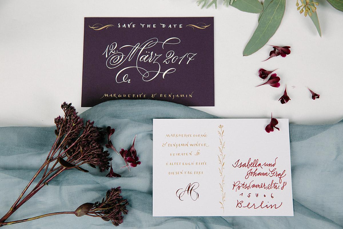 Detailfoto von kalligraphierter Papeterie in satten Herbsttönen - Patrick Hellmann Schlosshotel Grunewald Berlin Hochzeitsfotograf © www.hochzeitslicht.de