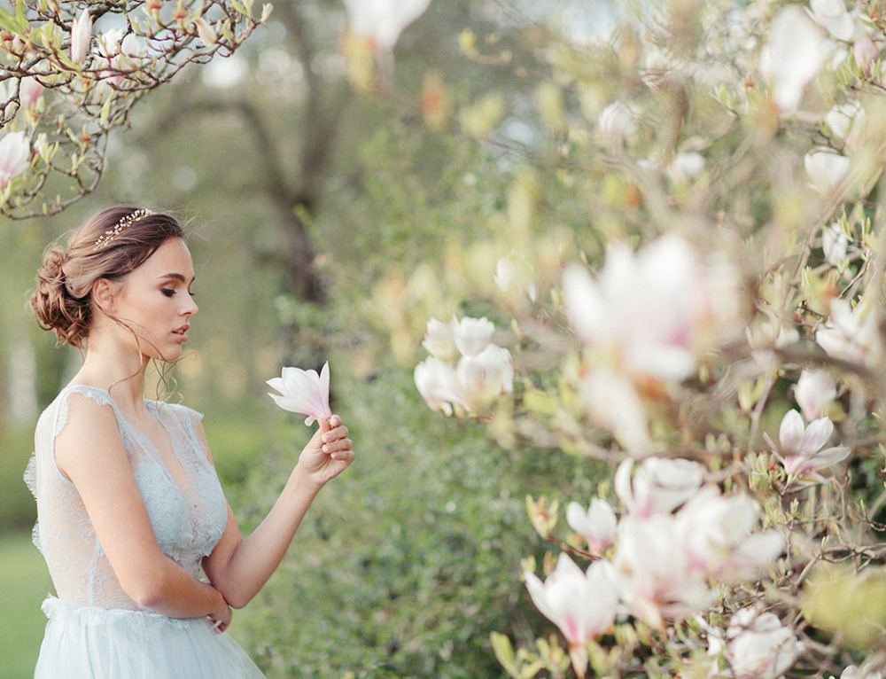 Frühlingshochzeit Berlin unter Magnolienblüten – Editorial Shooting