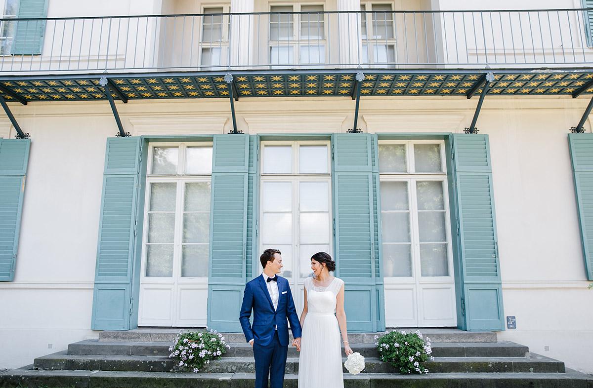 Brautpaarfoto am Schloss Charlottenburg - Gästehaus Villa Blumenfisch am Großen Wannsee Berlin Hochzeitsfotograf © www.hochzeitslicht.de