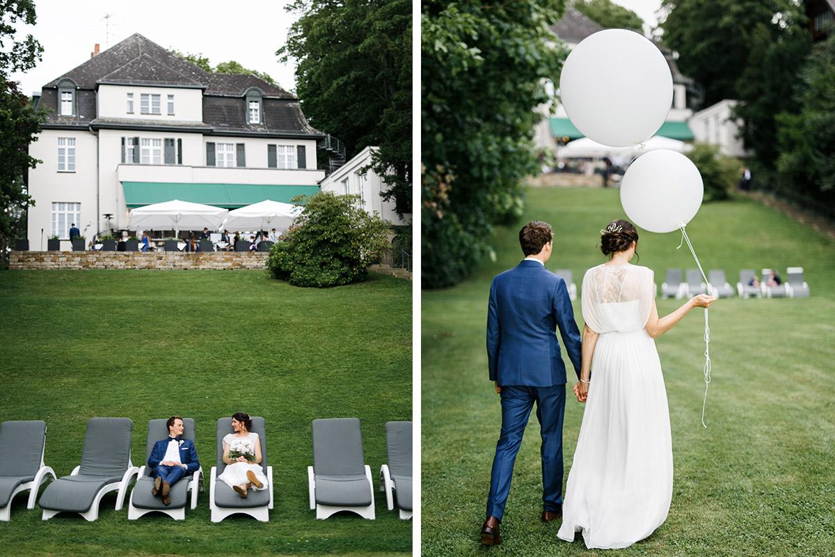 entspannte Brautpaarfotos im Garten der Villa Blumenfisch - Gästehaus Villa Blumenfisch am Großen Wannsee Berlin Hochzeitsfotograf © www.hochzeitslicht.de