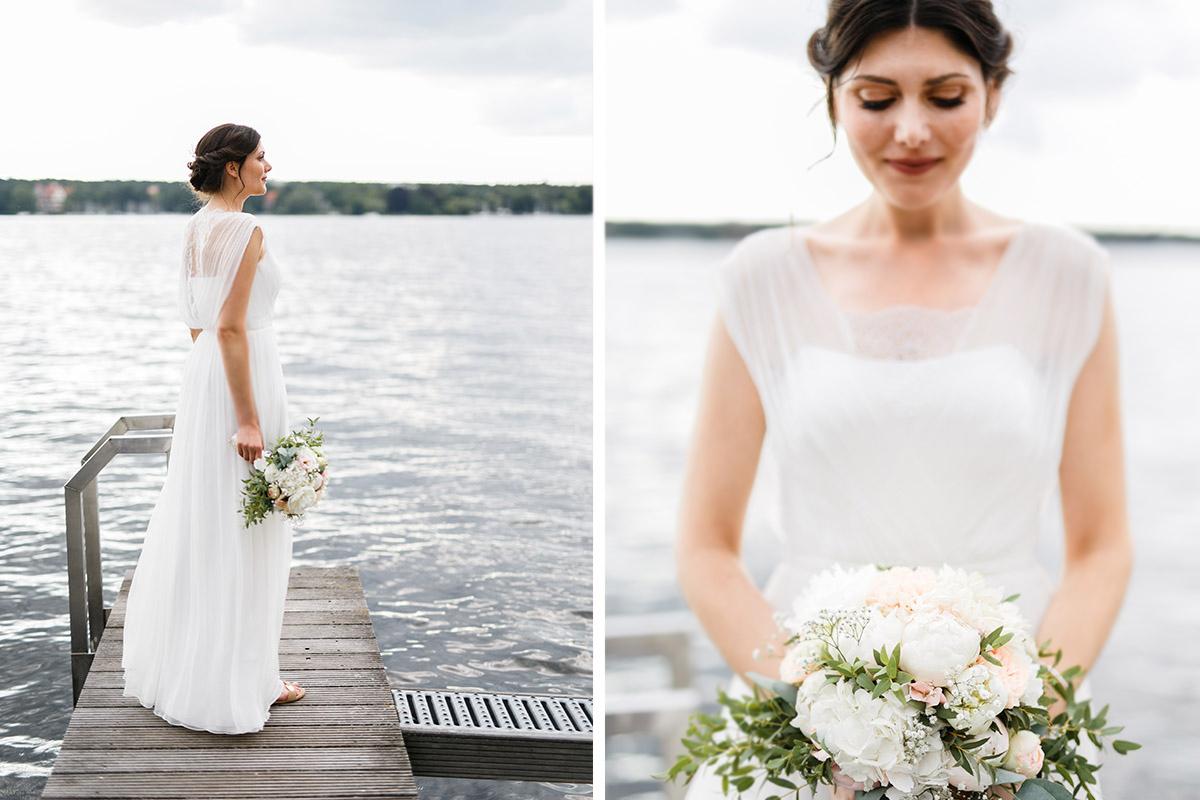 verträumte Hochzeitsfotos der Braut auf Bootssteg am Wannsee - Gästehaus Villa Blumenfisch am Großen Wannsee Berlin Hochzeitsfotograf © www.hochzeitslicht.de