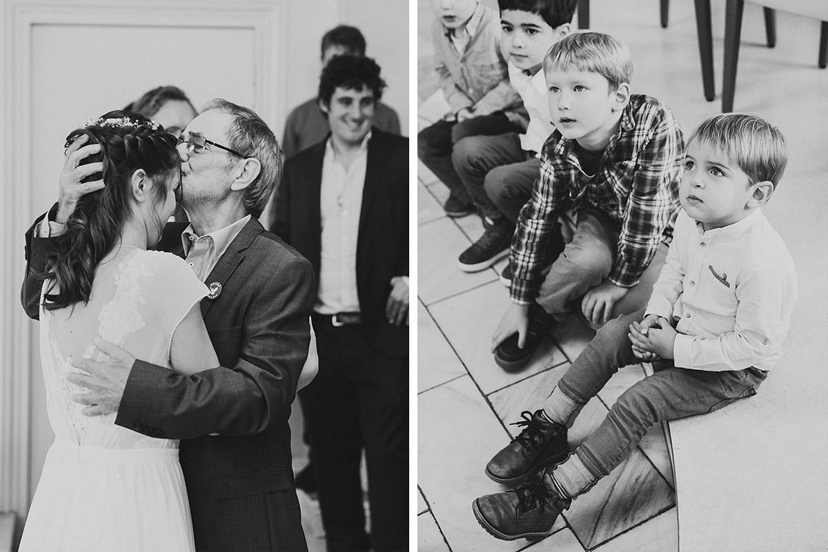 Hochzeitsreportagefotos von Braut mit Vater und kleinen Hochzeitsgästen - Standesamt Berlin Köpenick Hochzeitsfotograf © www.hochzeitslicht.de
