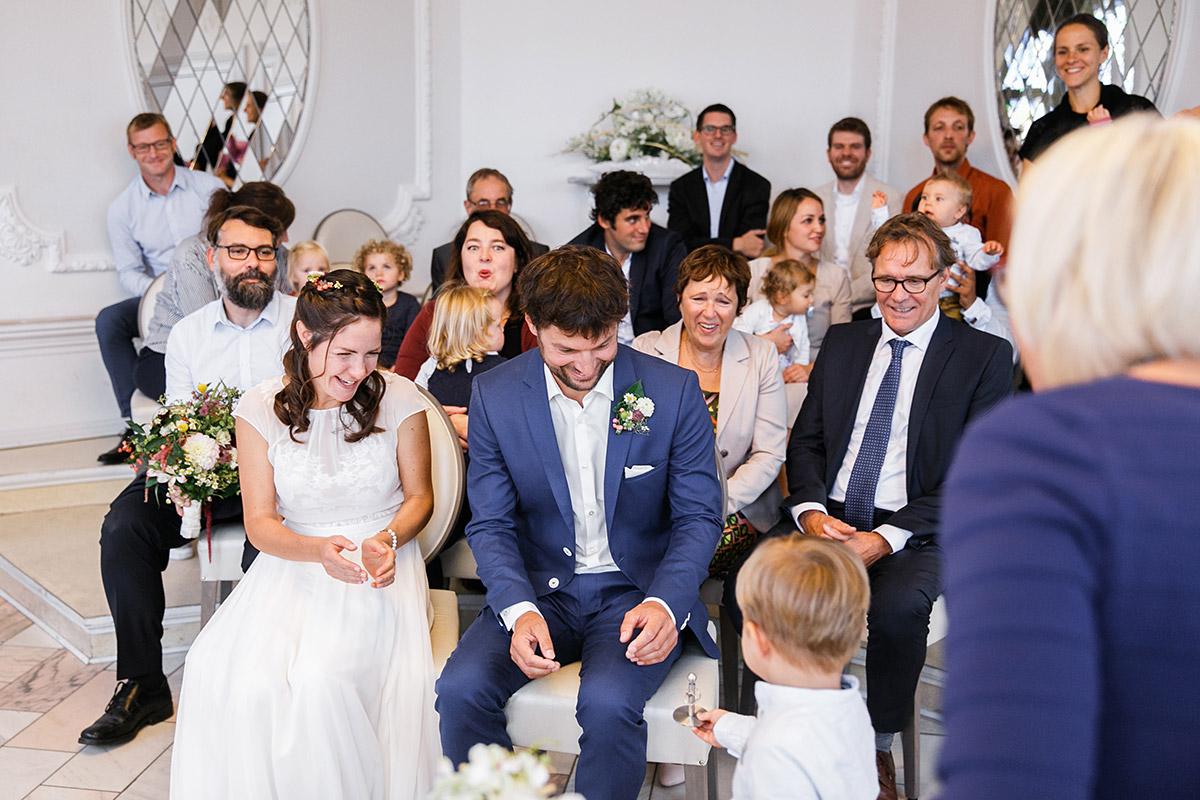 Hochzeitsreportage-Foto bei Hochzeit im Rathaus Köpenick - Standesamt Berlin Köpenick Hochzeitsfotograf © www.hochzeitslicht.de