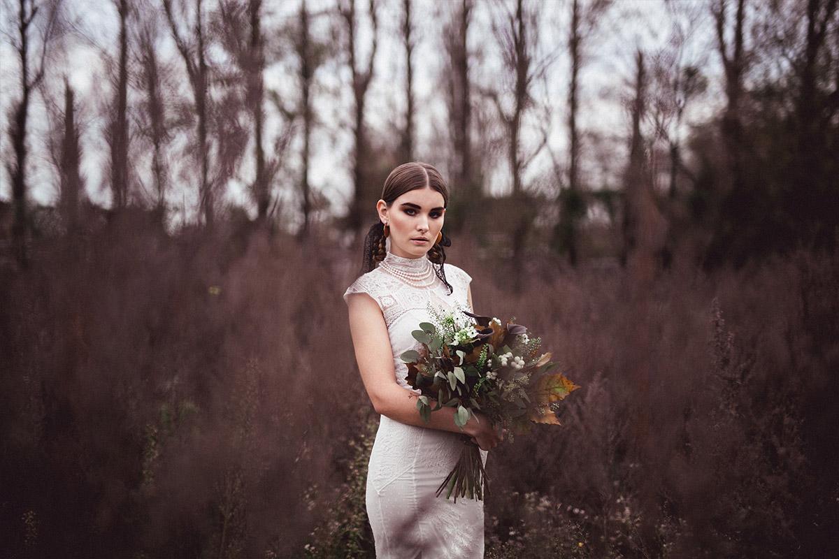 Herbst-Fotoshoot für moderne Brautmode - Herbst Hochzeit Berlin Hochzeitsfotograf © www.hochzeitslicht.de