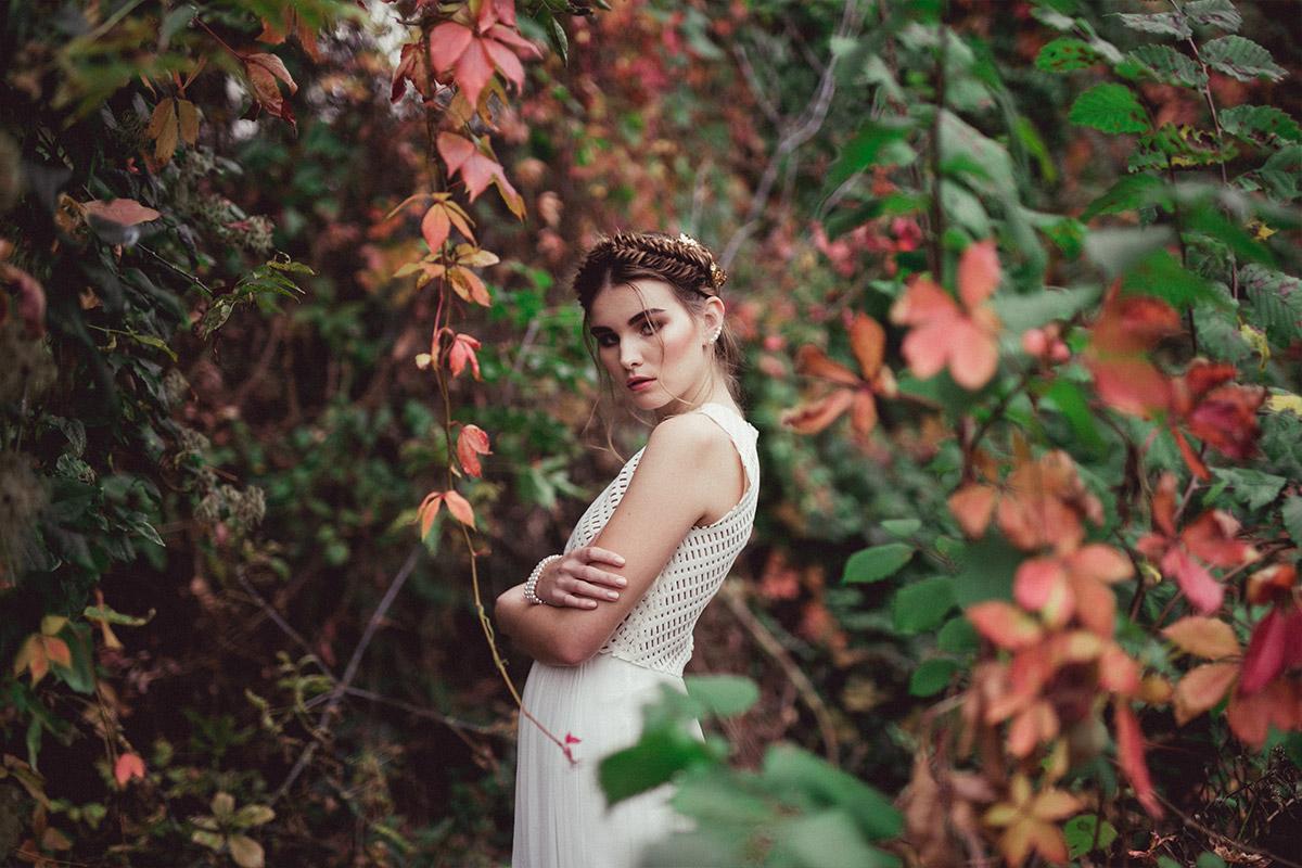 herbstliches Hochzeitsfoto bei Editorial Shoot - Herbst Hochzeit Berlin Hochzeitsfotograf © www.hochzeitslicht.de